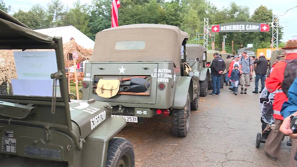 «Convoy to Remember» begeistert trotz Regen hunderte Zuschauer