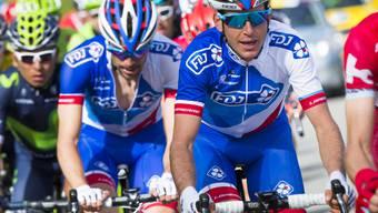 Der Schweizer Radprofi Sébastien Reichenbach (rechts) vom französischen FDJ-Team beginnt die Andalusien-Rundfahrt mit einem Podestplatz