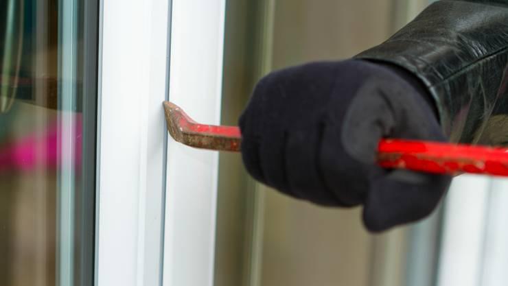 Die Stadtpolizei Zürich hat am späten Samstagabend im Kreis 8 drei Einbrecher in flagranti erwischt. (Symbolbild)