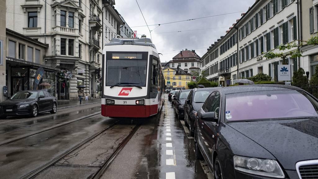 Die Parkplätze an der Bahnhofstrasse werden im Dezember aufgehoben.