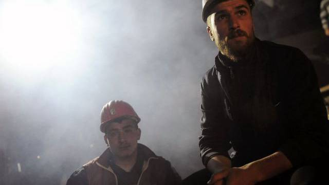 Arbeiter vor der Unglücksmine im türkischen Soma (Archiv)