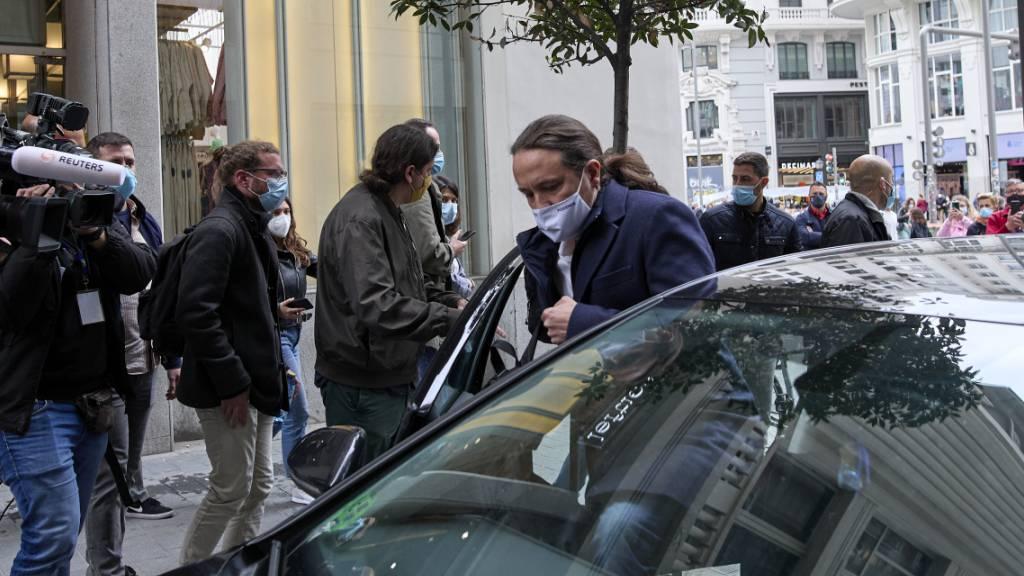 Pablo Iglesias, Kandidat von Unidas Podemos f ̧r die Pr‰sidentschaft von Madrid, verl‰sst die hitzige Wahldebatte. Foto: Jes ̇s HellÌn/EUROPA PRESS/dpa
