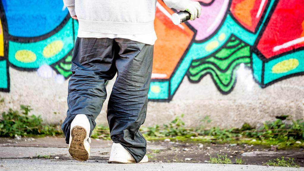 Die wilden Kerle aus der Rapp-Szene trugen die weiten Hosen.