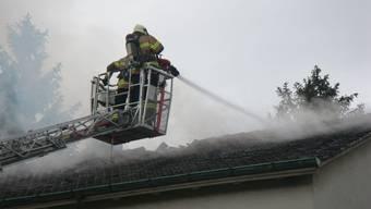 In Muttenz brannte der Dachstock eines Einfamilienhauses