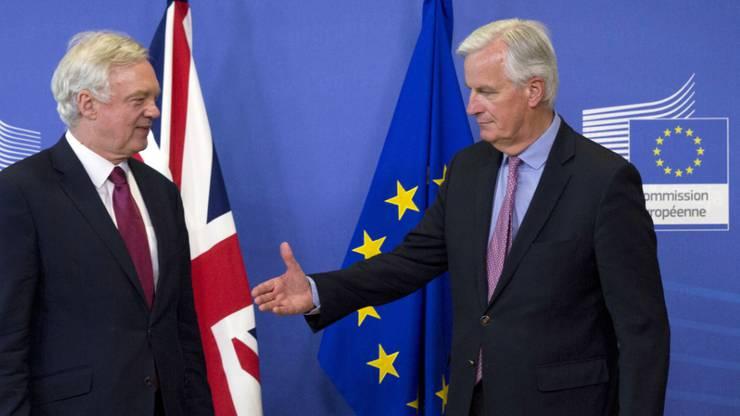 Brexit-Verhandlungen: EU-Chefunterhändler Michel Barnier (rechts) dem britischen Brexit-Verhandler David Davis.