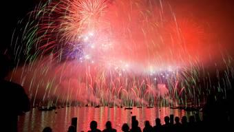 NAch dem Feuerwerk kamen die oligaten Schlägereien.  (Bild: KEYSTONE/Alessandro Della Bella)