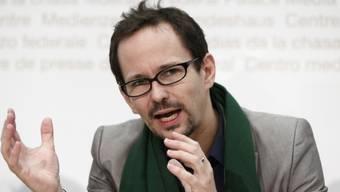 Der grüne Nationalrat Balthasar Glättli kämpft an der Seite von zwei Journalisten. (Archivbild)