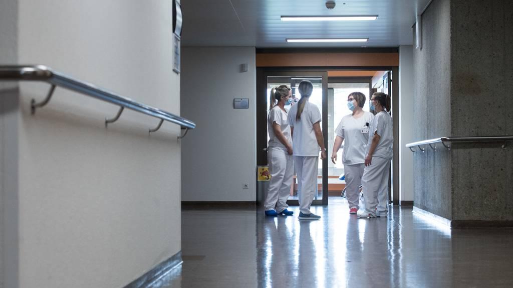 Gegen unnötige Absenzen: Spitalpersonal muss Corona-App deaktivieren
