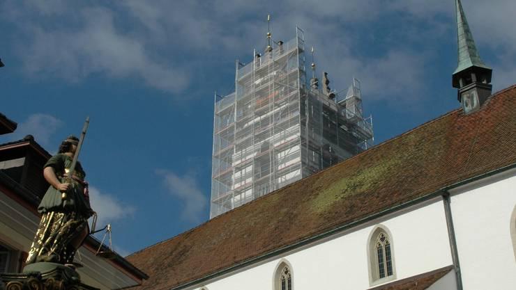 Für eine Fassadensanierung bleibt der Kirchturm eingerüstet. Die Glocken sollen danach mehr schweigen