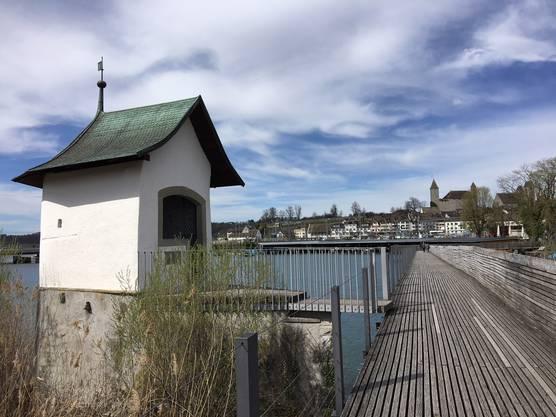 Bückenkappelle (datiert1551) besteht heute noch als letzter Überrest des früheren Pilgerweges. Heute neue Holzbrücke von Rapperswik nach Hurden