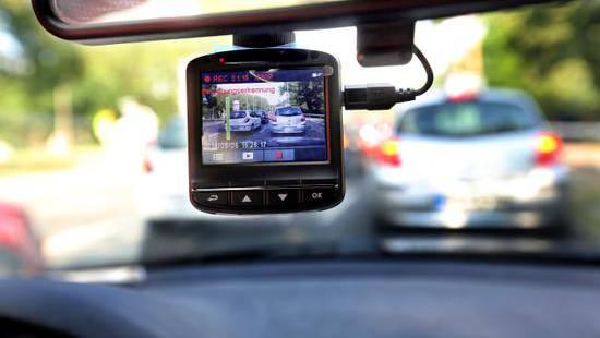 Für den Einzelrichter waren die Dashcam-Aufnahmen klar als Beweismittel verwertbar.