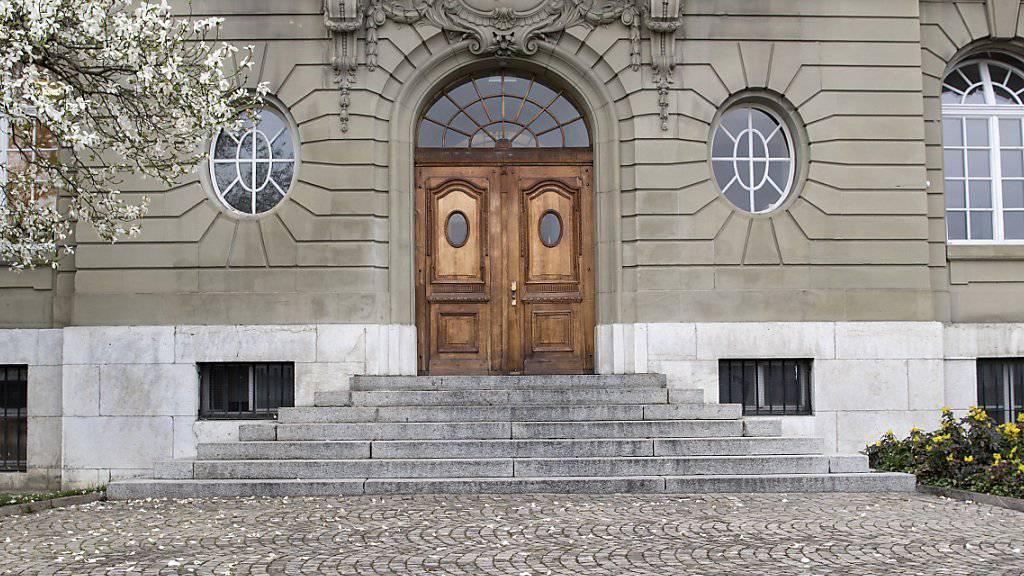 Berner «Taxi-Mörder» muss nicht zurück ins Gefängnis. Nach der Anhörung der Gutachterin hat die Staatsanwaltschaft die Beschwerde gegen die Freilassung vor Berner Obergericht zurückgezogen. (Archivbild)