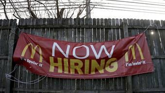 In den USA sind im Januar überraschend viele neue Arbeitsplätze geschaffen worden.