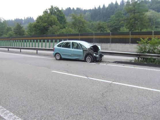 Am Auto entstand erheblicher Sachschaden, verletzt wurde aber niemand.