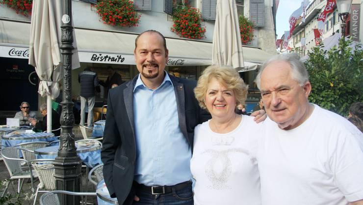 «Bistraito»-Nachfolger Chris van den Broeke (l.) mit Maria und Lionel Privé.