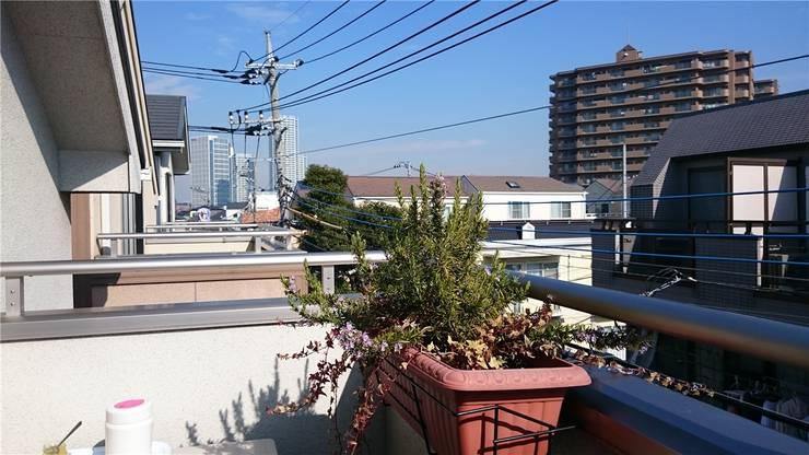 Der Balkon ist mit Pflanzen und einem Tisch dekoriert – unüblich für Japan.Fotos: ZVG