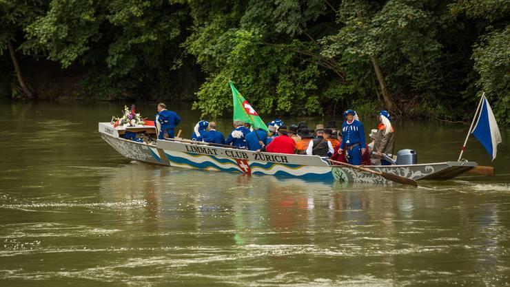 Ankunft eines Bootes beim Badener Aue-Stauwehr