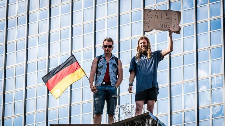 Vereinzelt wurde gegen die Coronamassnahmen protestiert – die meisten Deutschen hielten sich aber daran.