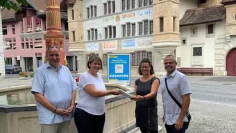 Gemeinderat: Rolf Wälti (Präsident), Barbara Stotzer-Wyss (Vorsteherin Bau und Planung). Komitee: Brigitte Sutter, Daniel Laubscher (von links nach rechts).