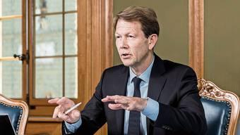 Einer von drei Nationalbankdirektoren: Fritz Zurbrügg beim Interview im Nationalbankgebäude am Bundesplatz.