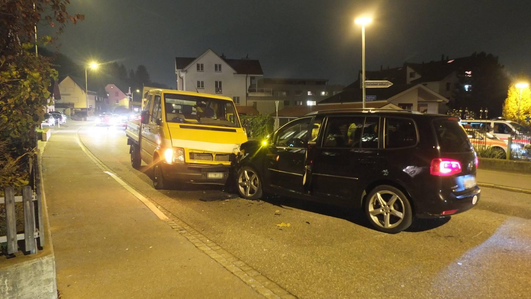 An den Fahrzeugen entstand Totalschaden.