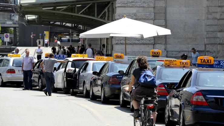 Taxis beim Bahnhof SBB.