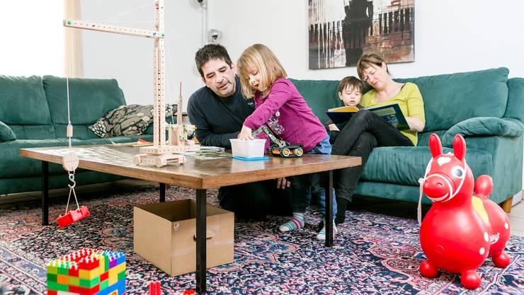 In Riehen fordert die SP, dass Familien mit minderjährigen Kindern und Jugendlichen in Ausbildung 300 Franken im Jahr bekommt. (Symbolbild)
