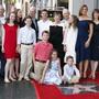 Die Schauspielerin Jennifer Garner (2. von rechts) hat ihre Auszeichnung mit einem Hollywood-Stern am Montag mit Teilen ihrer Familie und Freunden gefeiert.