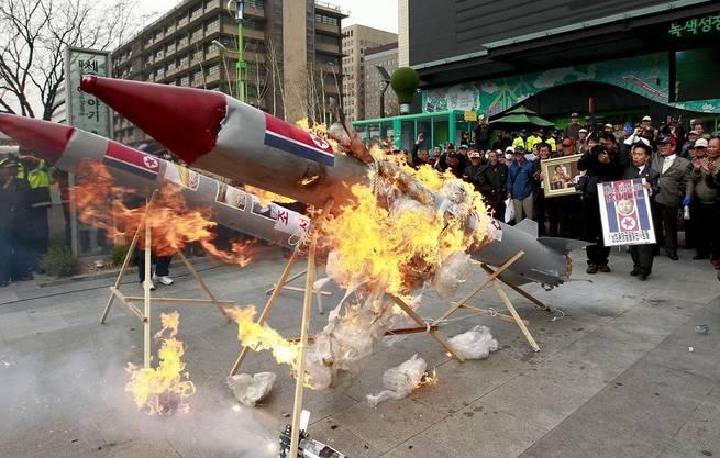 Südkoreanische Aktivisten mockieren den Fehlstart