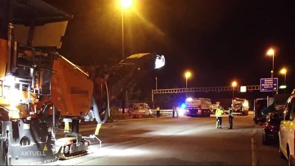 Lastwagen erfasst Bauarbeiter nachts auf der Autobahn