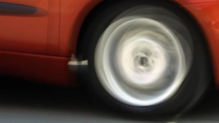 Als die Polizei den Wagen mit den beiden Insassen stoppen wollte, gab der Lenker Gas.