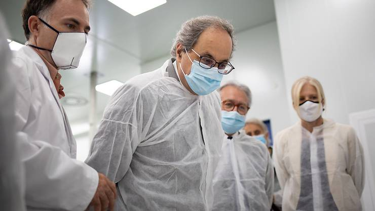 Quim Torra (2.v.l), Regionalpräsident von Katalonien, bei einem Besuch des Eurecat-Technologiezentrums von Katalonien. Foto: David Zorrakino/EUROPA PRESS/dpa