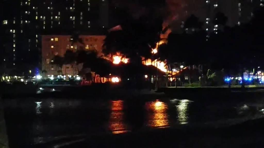 Waikiki: Surfboardlager abgebrannt