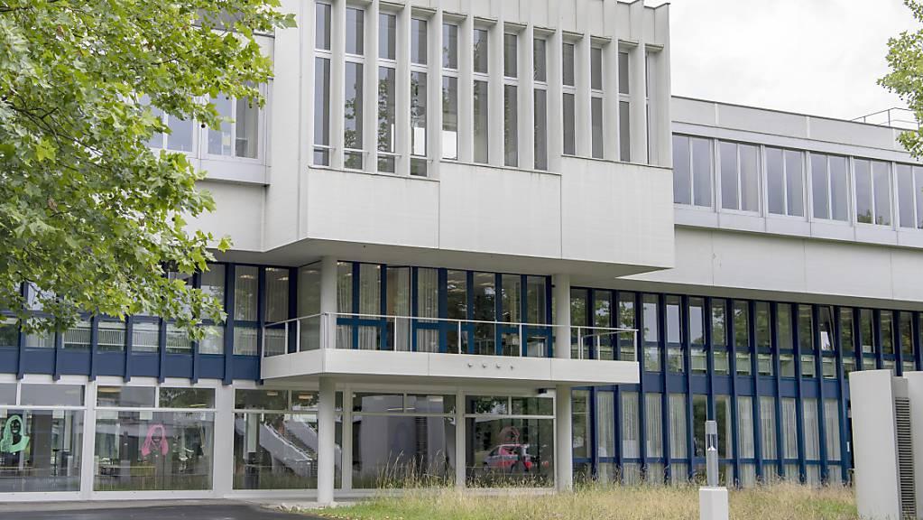 Die Kantonsschule Alpenquai in Luzern: Im Kanton Luzern wechseln knapp jeder Sechstklässler und jede Sechstklässlerin an ein Langzeitgymnasium. (Archivaufnahme)