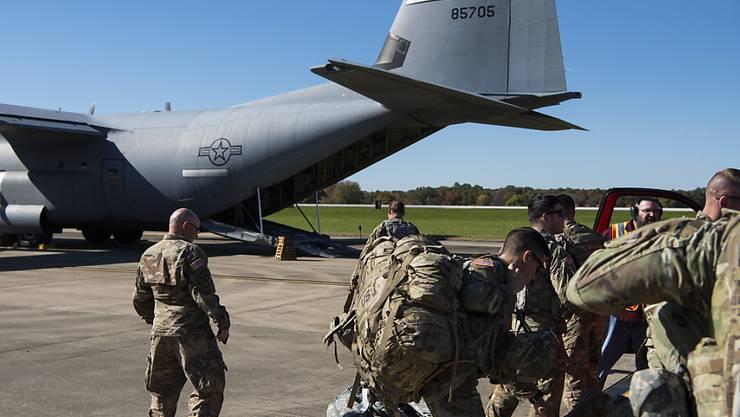 US-Soldaten auf dem Weg zur Grenze nach Mexiko.