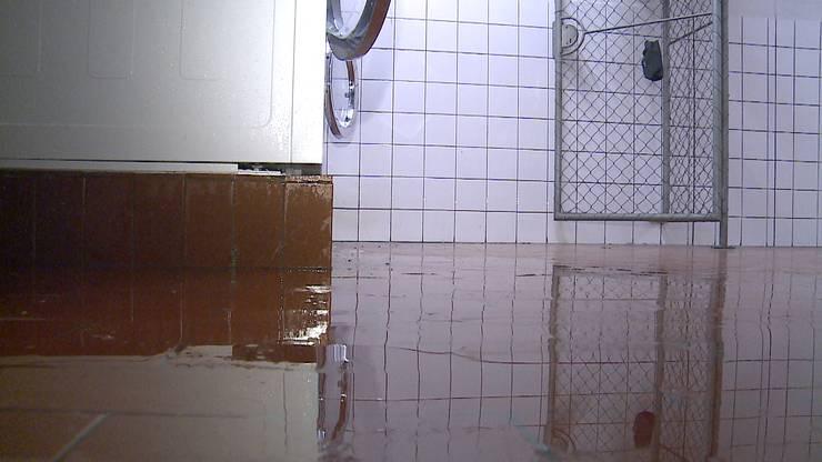 In mehrere Wohnungen und Keller war Wasser eingedrungen.