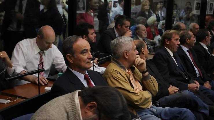 Mega-Gerichtsprozess: 48 ehemalige Militärs sind in Argentinien wegen Menschenrechtsverletzungen zu hohen Gefängnisstrafen verurteilt worden.