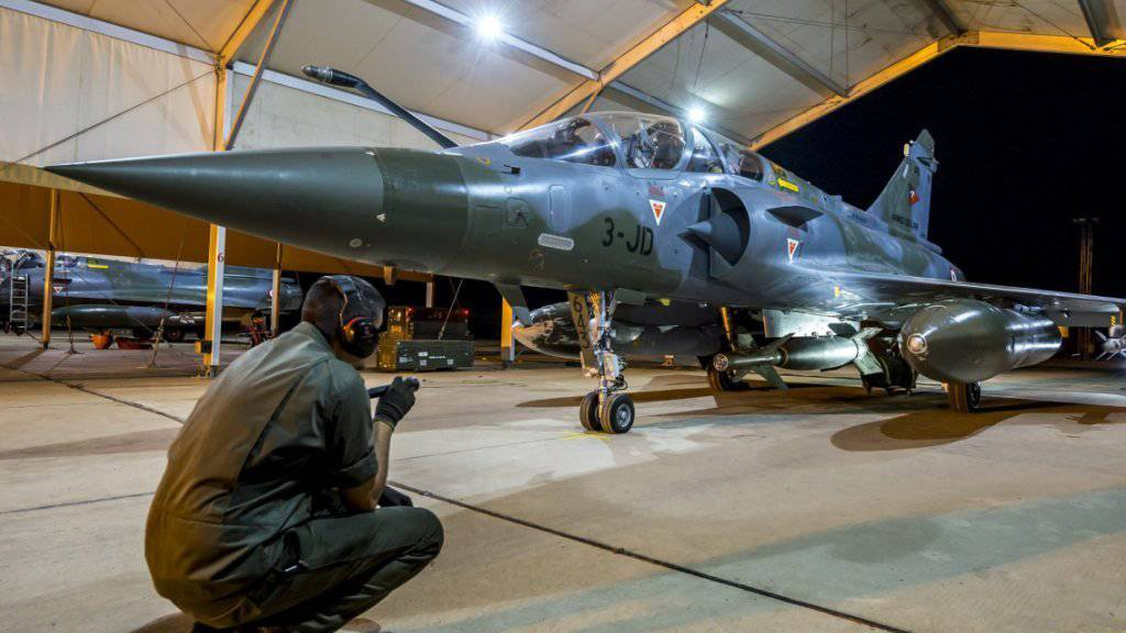 Eine französische Rafale, stationiert am Golf: Frankreich griff am Sonntagabend Ziele des Dschihadistennetzwerks Islamischer Staate (IS) in Syrien an. (Archivbild)
