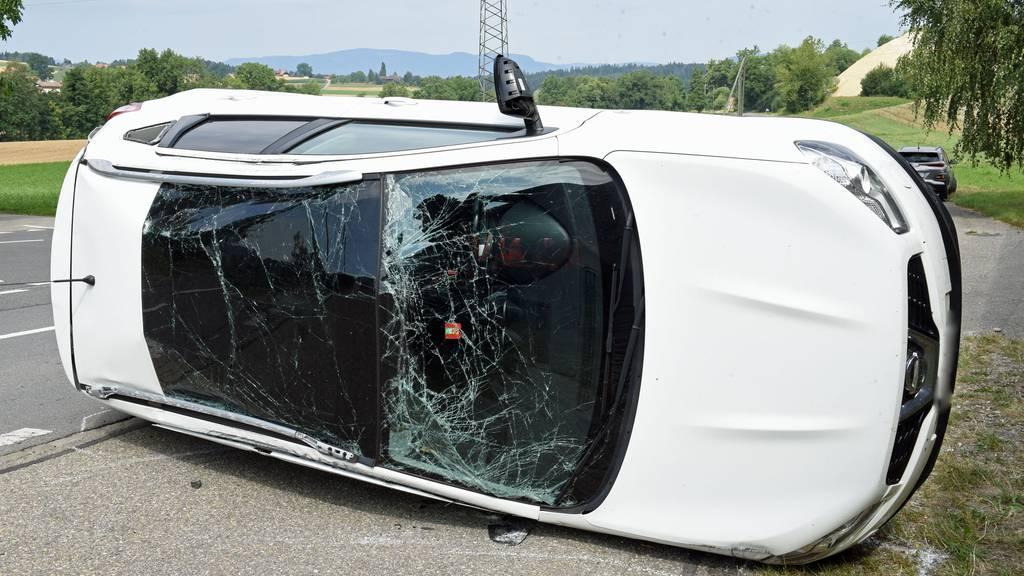 Auto überschlägt sich – drei Verletzte