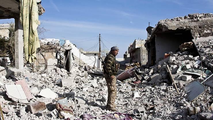 Kurdischer YPG-Kämpfer in Kobane: Die USA lehnen den Beschuss der YPG, die sie unterstützen, durch die Türkei ab. (Archivbild)