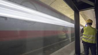 Positive Bilanz: Insgesamt sind in rund 18 Monaten Betrieb rund 70'000 Züge durch den Gotthard-Basistunnel gefahren. (Archivbild)