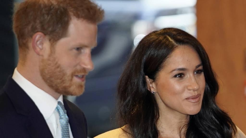 Prinz Harry und seine Frau Meghan werden das erste Weihnachtsfest mit Sohn Archie mit Meghans Mutter Doria Ragland feiern - und nicht mit der Queen. (Archivbild)