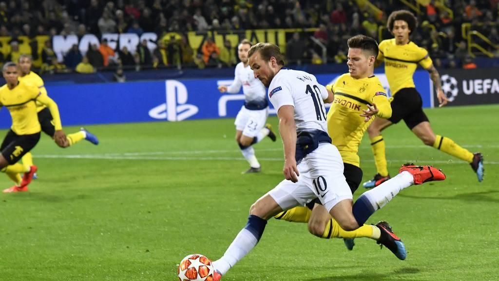 Harry Kane schiesst das 1:0 für Tottenham.