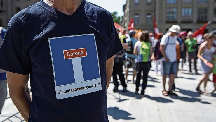 Eine Demonstration auf dem Bundesplatz gegen die Coronamassnahmen des Bundes.