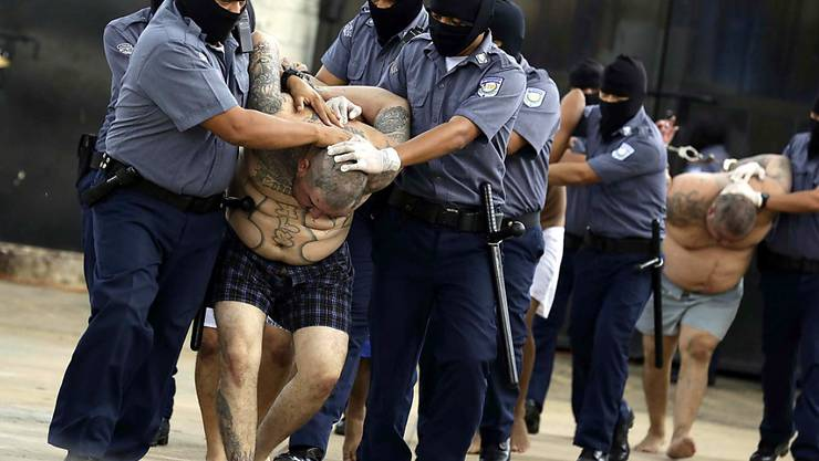 Mitglieder der berüchtigten Bande Mara Salvatrucha (MS-13) sollen in El Salvador innert weniger Tage über 200 Morde aus dem Gefängnis heraus in Auftrag gegeben haben. (Archivbild)
