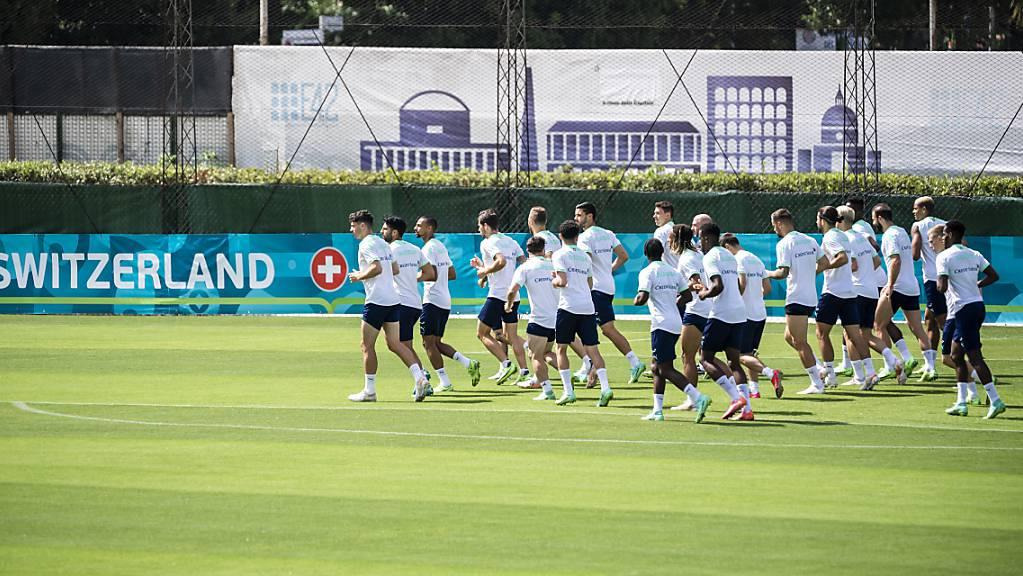 Gut geschützt trainiert die Schweizer Nationalmannschaft in Rom.