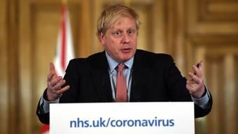 Beugt sich dem Druck von aussen: Der britische Premierminister Boris Johnson will nun doch härtere Massnahmen zur Eindämmung des Corona-Virus einführen.