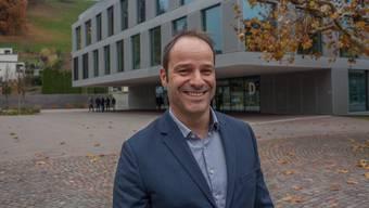 Freut sich über die Beförderung: Tobias Widmer arbeitet seit 23 Jahren an der Berufsschule Lenzburg, davon die letzten acht als Konrektor.