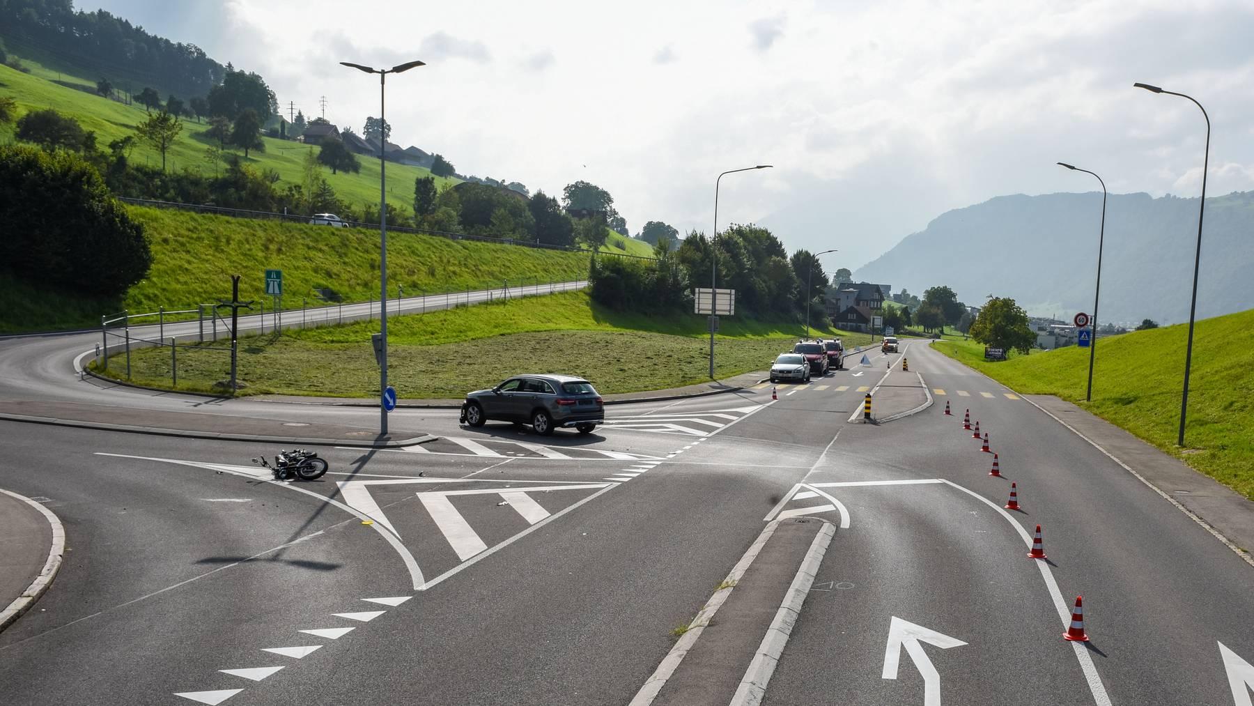 In den Unfall waren ein Töff und ein Auto involviert.