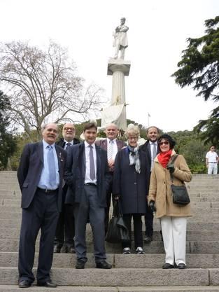 Vor dem Mazzini-Denkmal